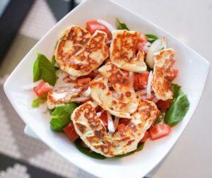 Spinach Halloumi Salad